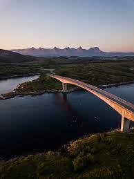 I flere tusen år var sjøveien den enkleste måten å reise langs den ville og vakre kysten i nord på.